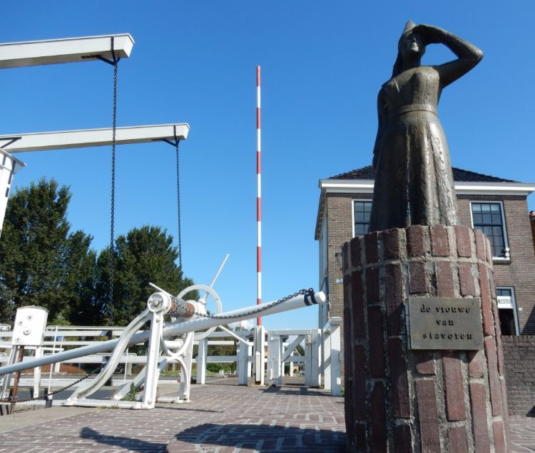 Het wereldberoemde vrouwtje van Stavoren ontdek je op een echte Friese Elfstedentocht