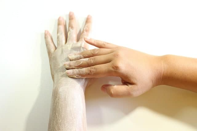 scrubben van droge handen