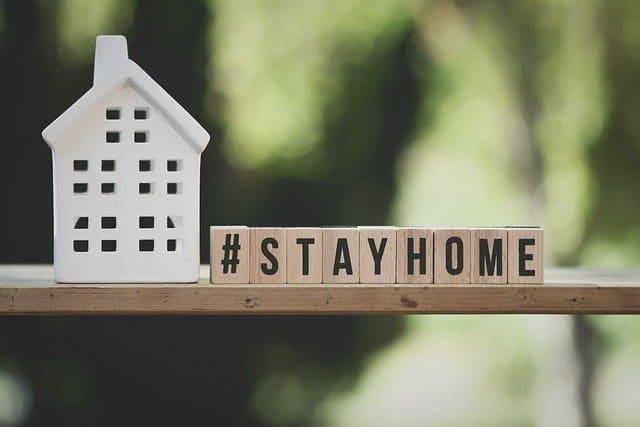 een huisje met # stay home.